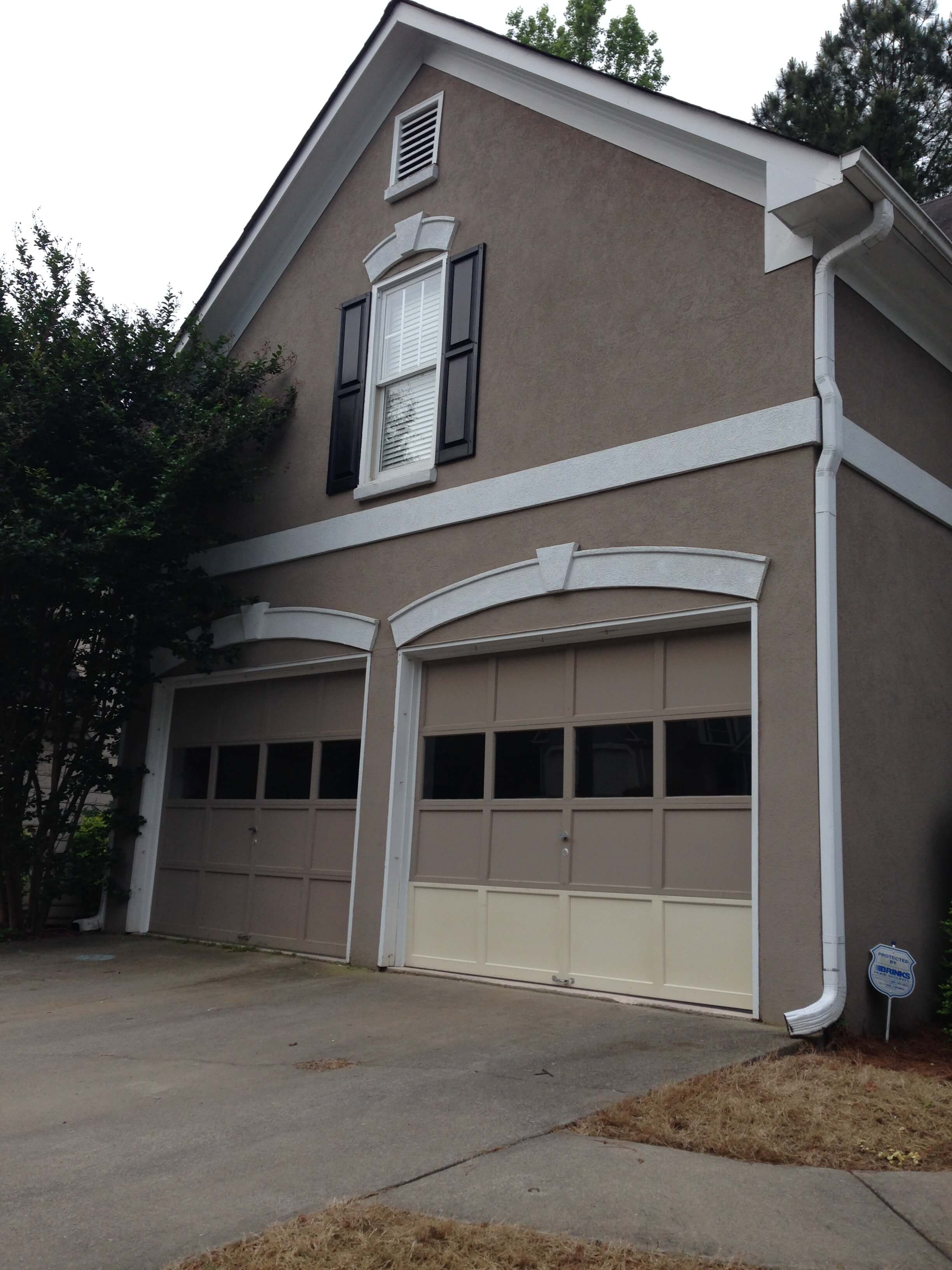 Choosing garage door color wageuzi - Selecting exterior paint colors concept ...